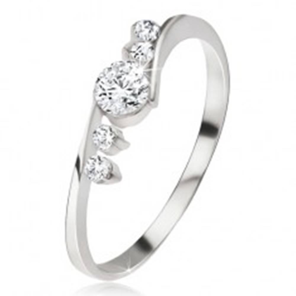 Šperky eshop Strieborný prsteň 925, číry zirkón, dva kamienky vedľa ramien - Veľkosť: 48 mm