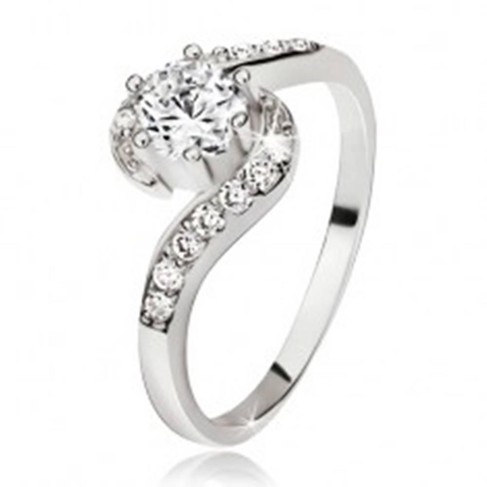 Šperky eshop Strieborný prsteň 925, zvlnené zirkónové ramená, okrúhly číry kamienok - Veľkosť: 48 mm