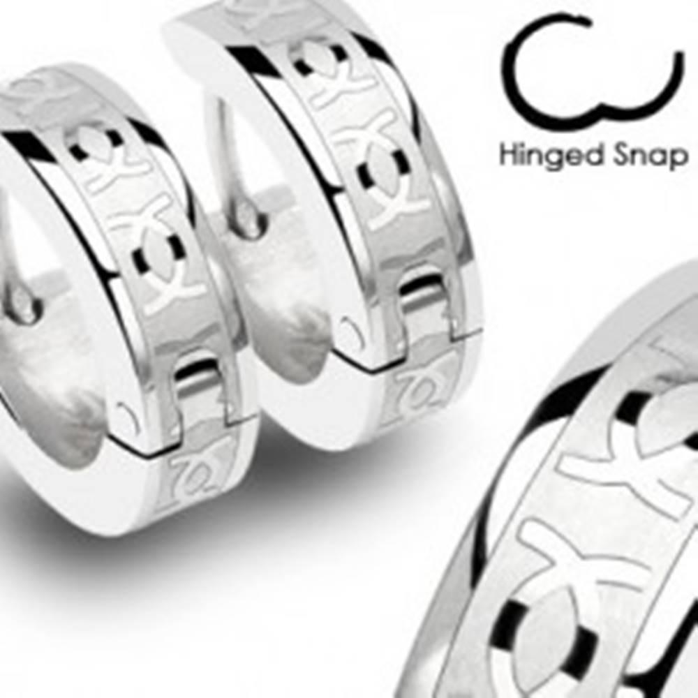 Šperky eshop Okrúhle oceľové náušnice - strieborná farba, lesklé prelínajúce sa CC