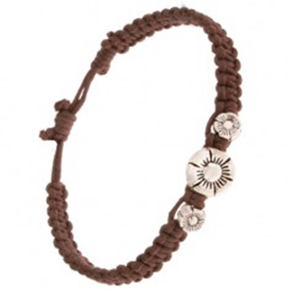 Šperky eshop Pletený náramok z gaštanovohnedých šnúrok, tri patinované kvety