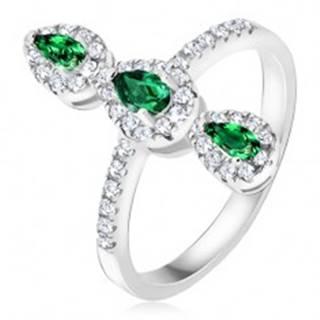 Prsteň zo striebra 925, tri zelené slzičkové kamienky, zirkónový lem - Veľkosť: 49 mm