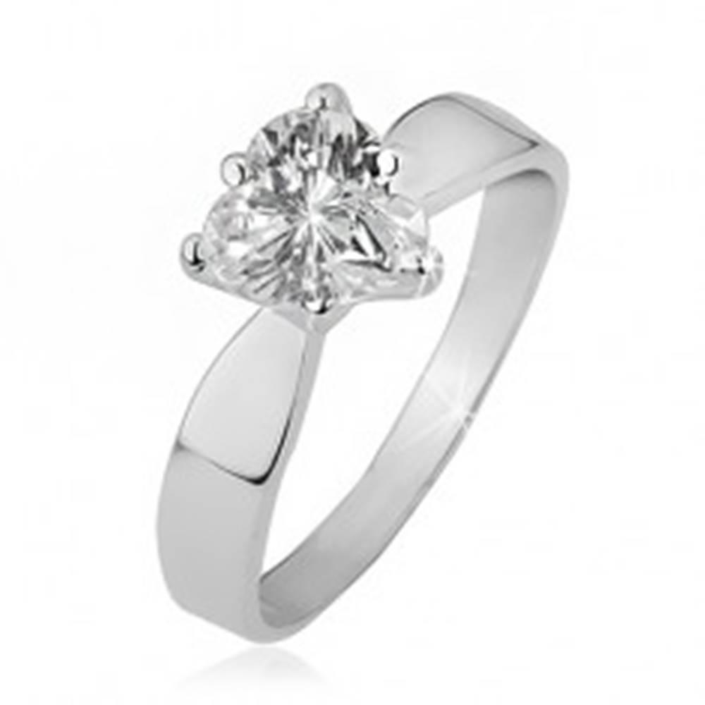 Šperky eshop Prsteň zo striebra 925 - číre zirkónové srdce, hladké lesklé ramená - Veľkosť: 48 mm