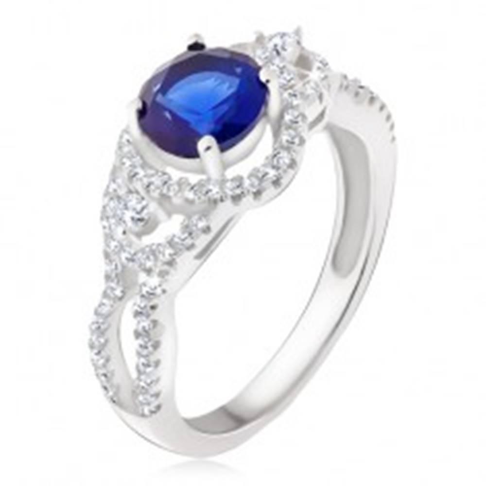 Šperky eshop Strieborný prsteň 925, tmavomodrý kameň, oblé zirkónové línie - Veľkosť: 50 mm
