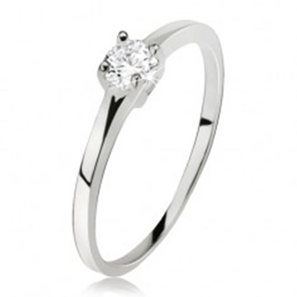 Šperky eshop Hladký prsteň striebro 925, okrúhly číry zirkón v kotlíku so štyrmi kolíčkami - Veľkosť: 49 mm