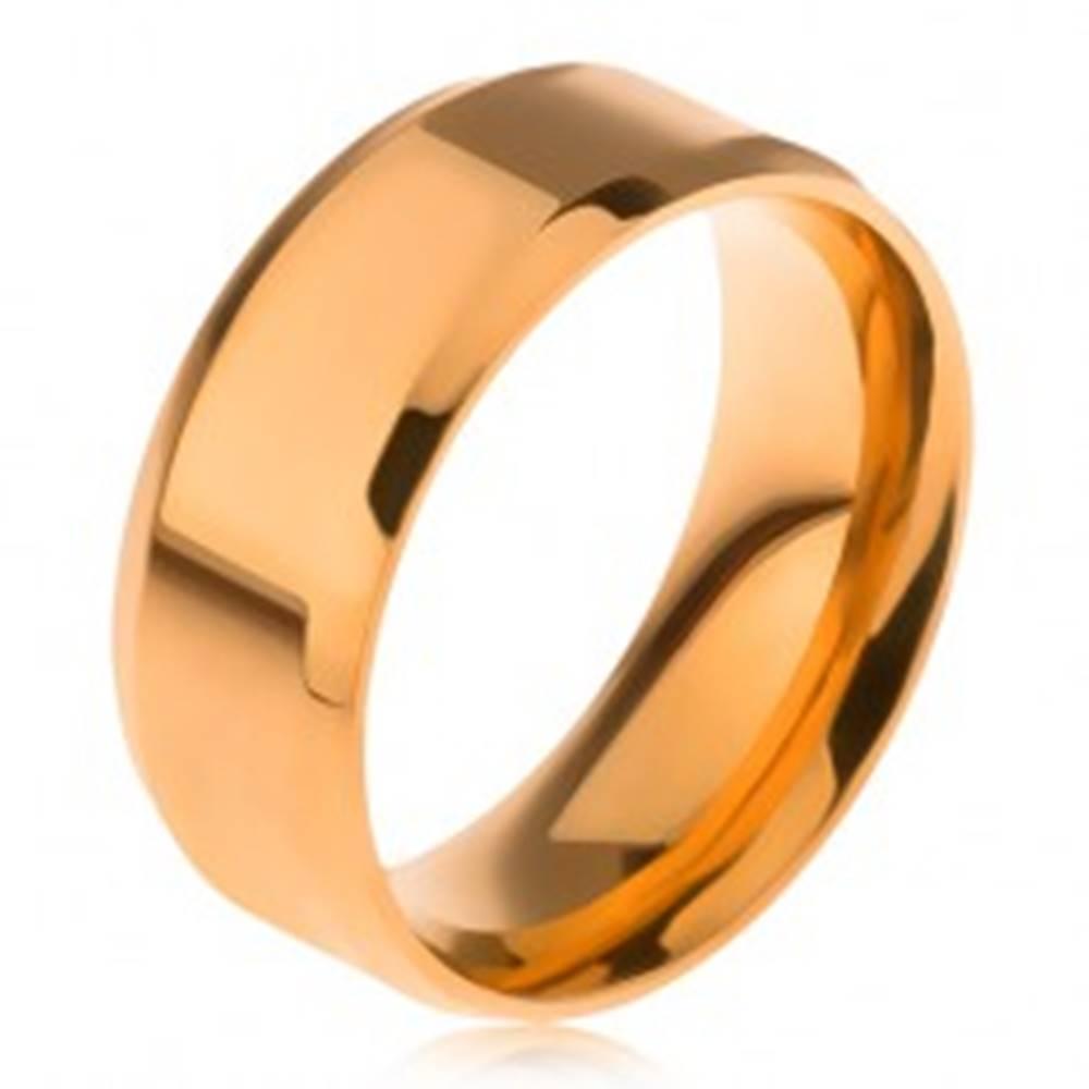 Šperky eshop Lesklá obrúčka z ocele 316L, zlatá farba, skosené okraje - Veľkosť: 56 mm
