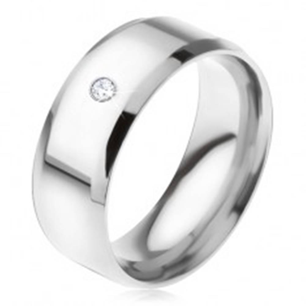 Šperky eshop Lesklý oceľový prsteň, skosené hrany, číry okrúhly kamienok - Veľkosť: 56 mm