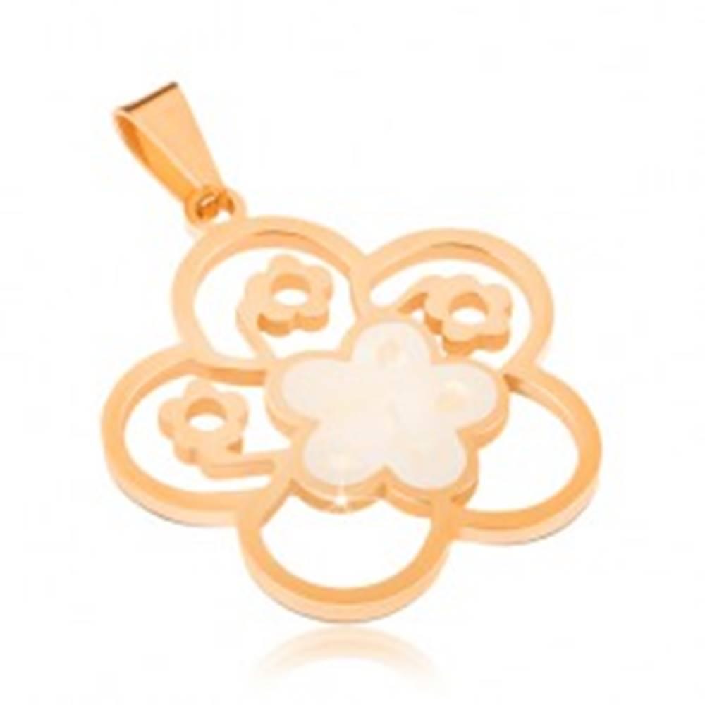 Šperky eshop Oceľový prívesok zlatej farby, perleťový vyrezávaný kvet