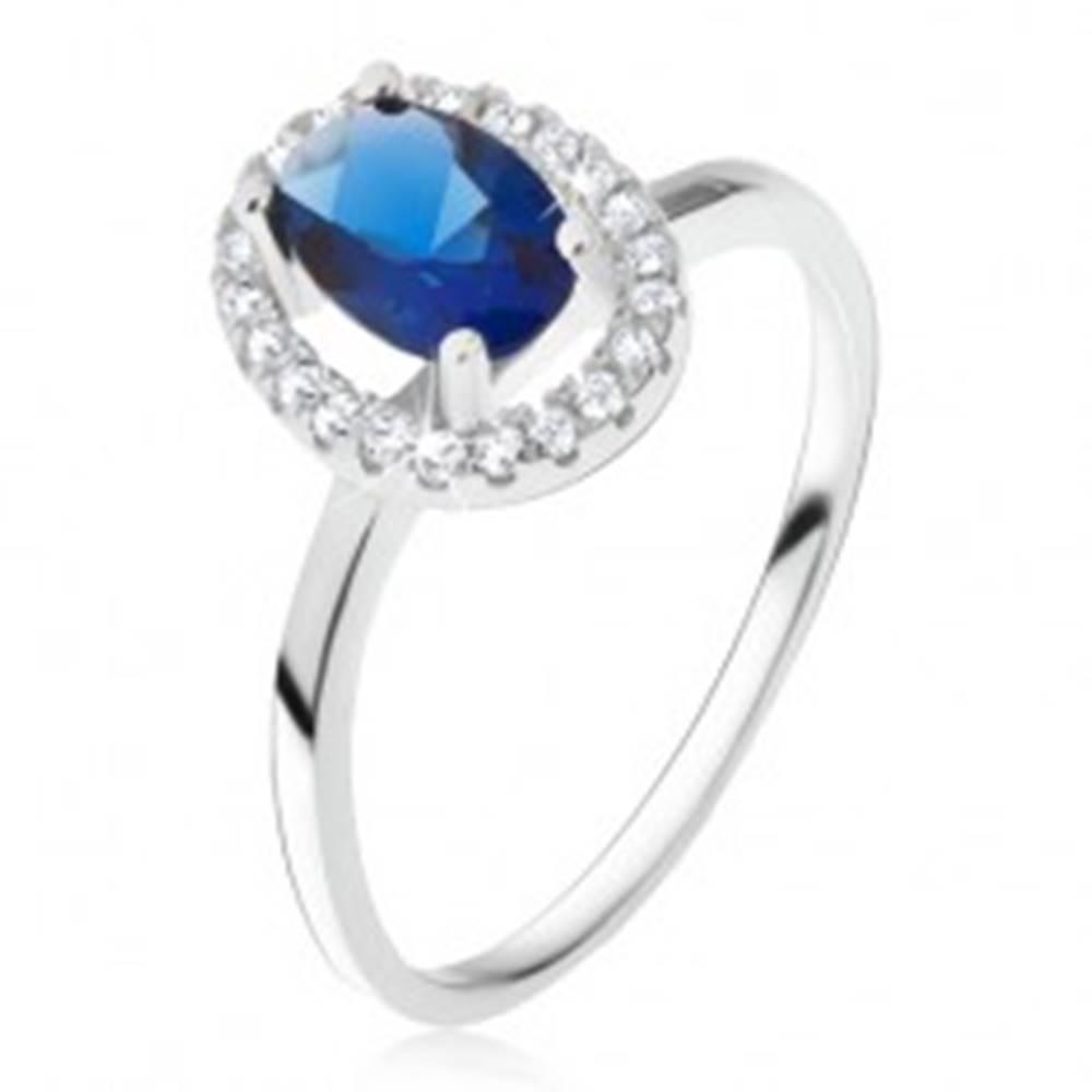Šperky eshop Prsteň zo striebra 925, oválny modrý kameň so zirkónovým rámom - Veľkosť: 49 mm