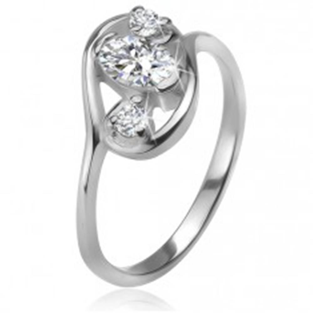 Šperky eshop Zirkónový prsteň, obrys elipsy, tri číre brúsené kamienky, striebro 925 - Veľkosť: 49 mm