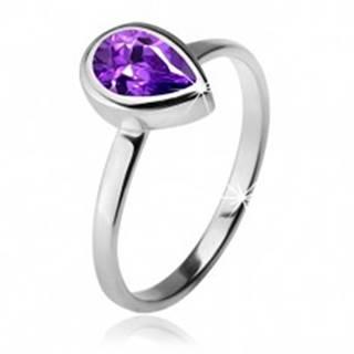 Prsteň s fialovým slzičkovým kamienkom v objímke, striebro 925 - Veľkosť: 49 mm