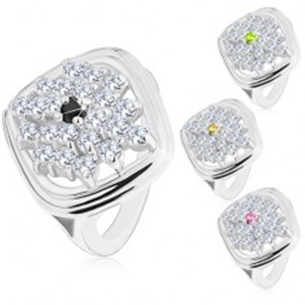 Šperky eshop Mohutný prsteň striebornej farby, kosoštvorec zdobený ligotavými zirkónmi - Veľkosť: 51 mm, Farba: Zelená