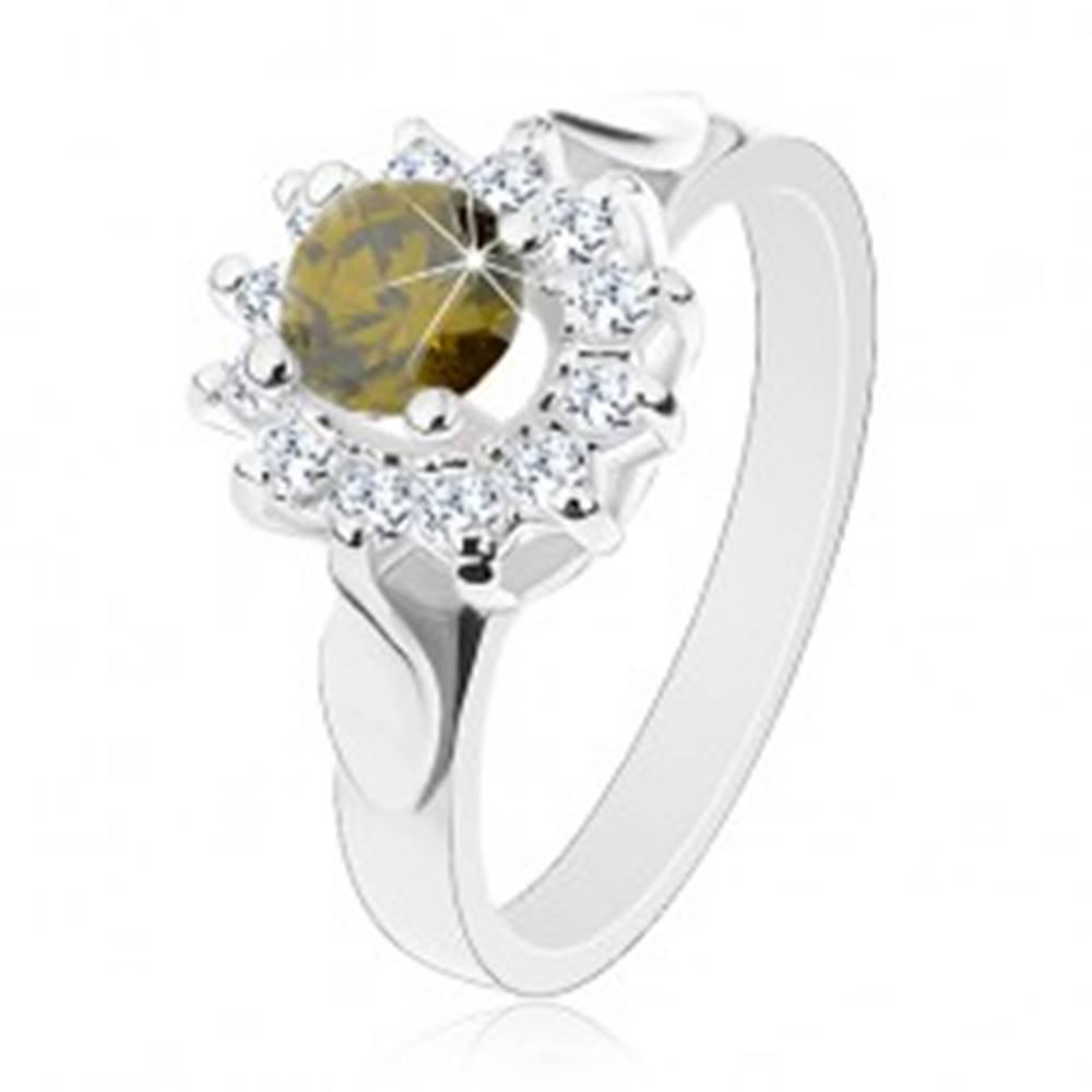 Šperky eshop Prsteň striebornej farby, zeleno-číry zirkónový kvet, lesklé lístky po stranách - Veľkosť: 54 mm