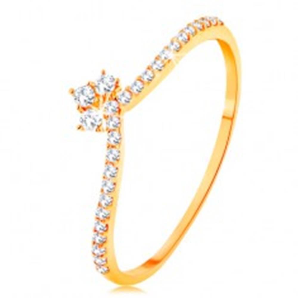 Šperky eshop Prsteň v žltom 14K zlate - línie čírych zirkónov na ramenách, ligotavá korunka - Veľkosť: 49 mm