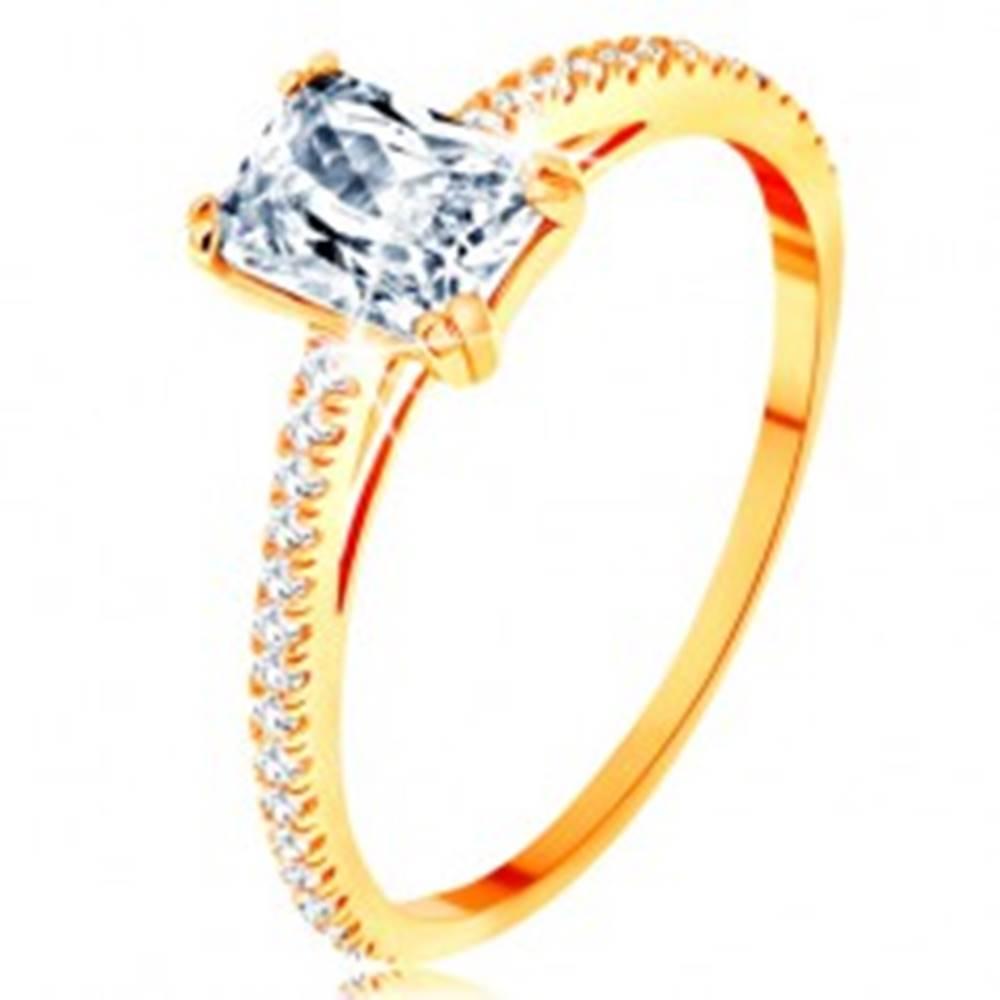 Šperky eshop Prsteň zo žltého 14K zlata - vystupujúci zirkónový obdĺžnik, línie čírych zirkónikov - Veľkosť: 50 mm