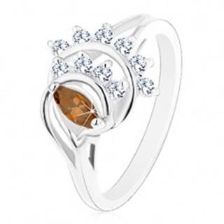 Prsteň s lesklými rozdelenými ramenami, hnedé zrnko, oblúky z čírych zirkónov - Veľkosť: 52 mm