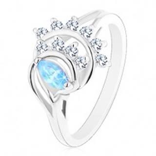 Prsteň v striebornom odtieni, modré zrnko, oblúky z čírych zirkónov - Veľkosť: 50 mm