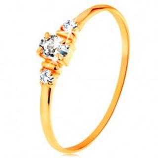 Zlatý prsteň 585 - číry oválny zirkón a dva okrúhle zirkóniky na bokoch - Veľkosť: 49 mm