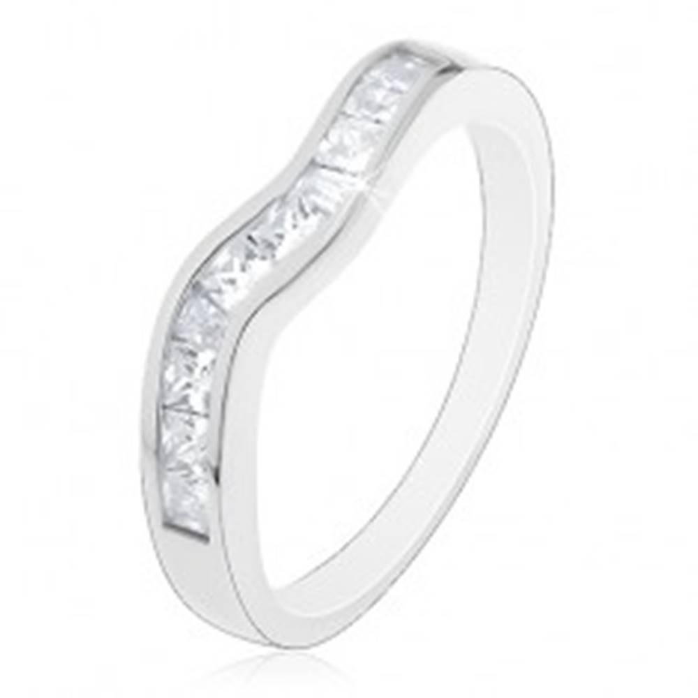 Šperky eshop Trblietavý prsteň zo striebra 925, zvlnená línia, číre zirkónové štvorčeky - Veľkosť: 46 mm
