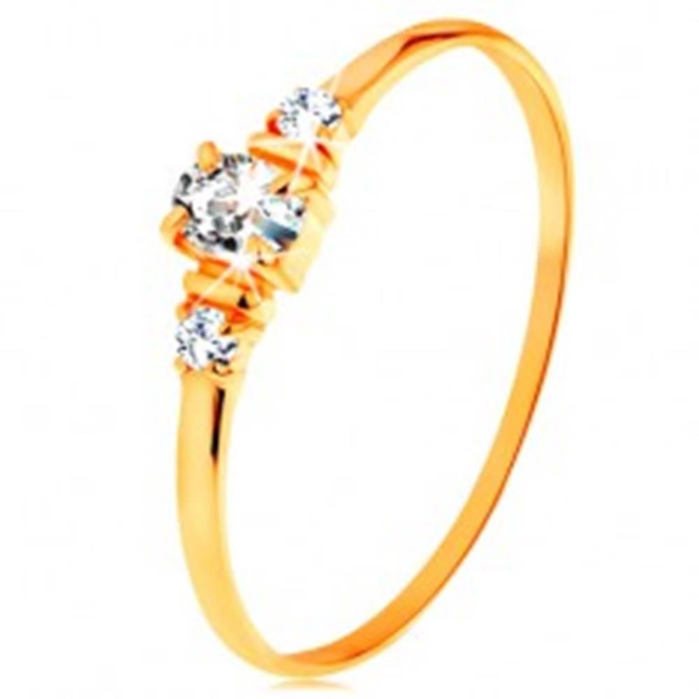 Šperky eshop Zlatý prsteň 585 - číry oválny zirkón a dva okrúhle zirkóniky na bokoch - Veľkosť: 49 mm