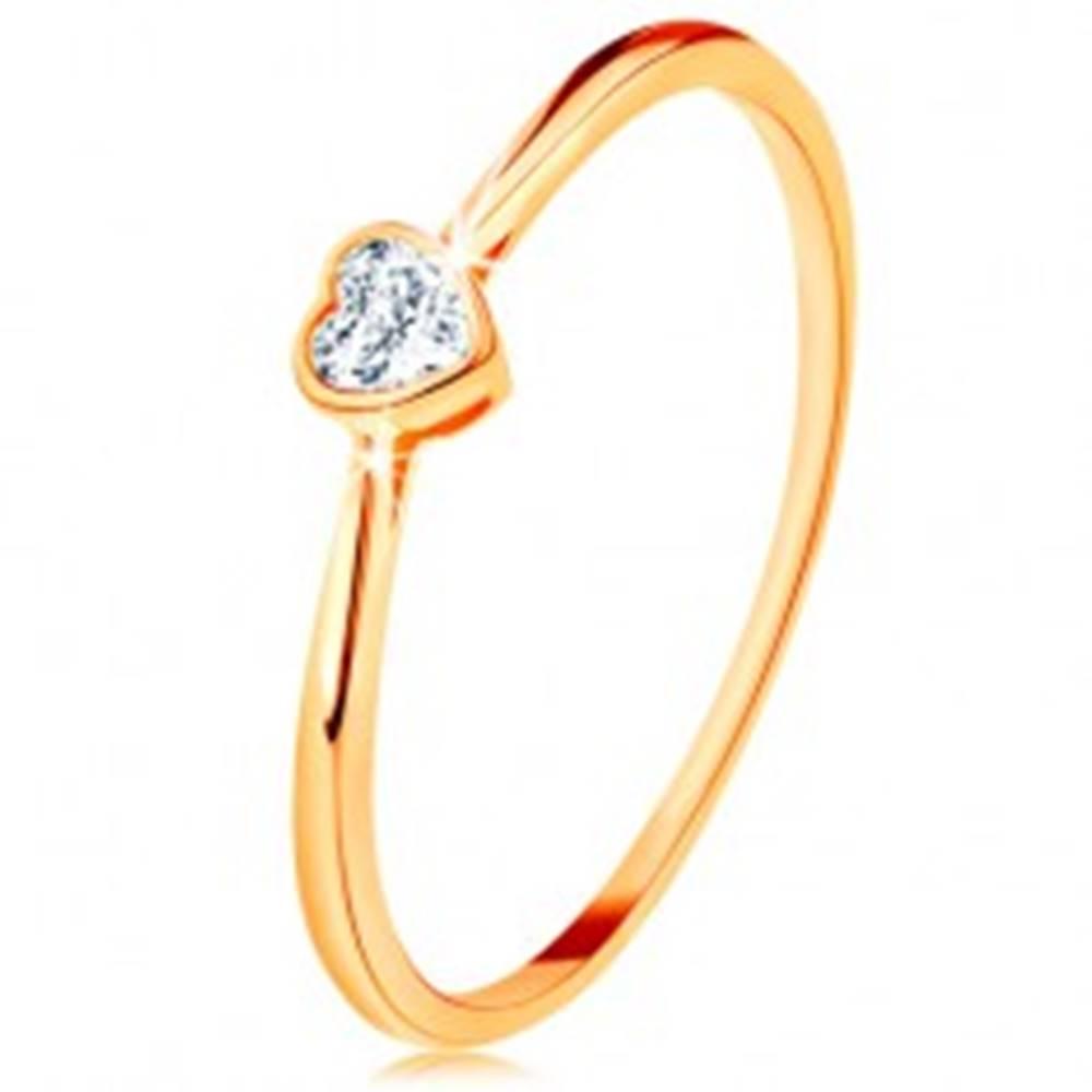 Šperky eshop Lesklý zlatý prsteň 585 - číre zirkónové srdiečko s lesklým lemom - Veľkosť: 49 mm