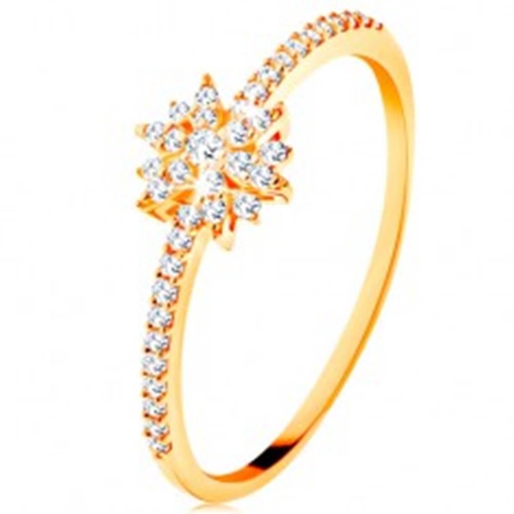 Šperky eshop Prsteň zo žltého 14K zlata - žiarivý kvet z čírych zirkónov, trblietavé ramená - Veľkosť: 49 mm