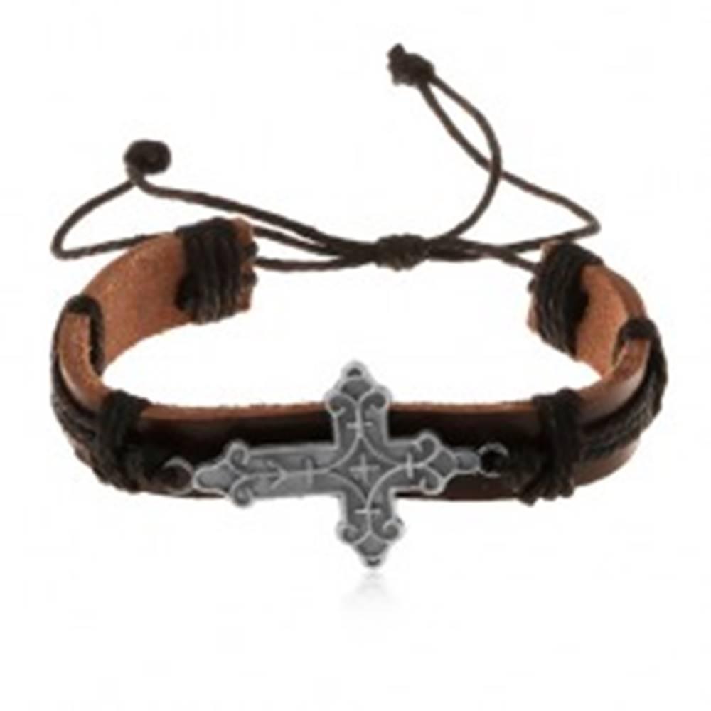 Šperky eshop Kožený náramok hnedej farby s čiernymi šnúrkami, ozdobne vyrezávaný kríž