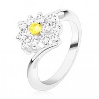 Ligotavý prsteň v striebornom odtieni, okrúhly žltý zirkón v čírom obdĺžniku - Veľkosť: 49 mm