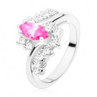 Prsteň v striebornom odtieni s ružovým zrnkom a čírymi zirkónmi, zahnuté ramená - Veľkosť: 49 mm