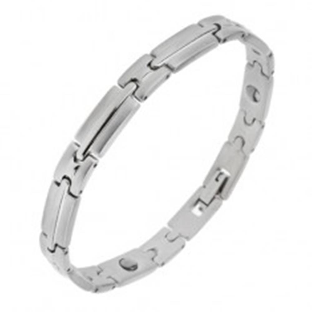 Šperky eshop Magnetický oceľový náramok striebornej farby, lesklo-matné články s pásom v strede