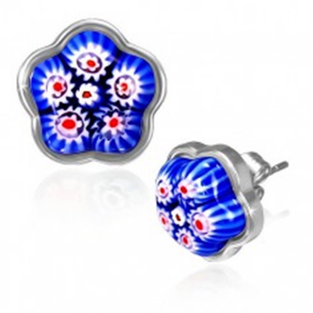 Šperky eshop Oceľové náušnice - modrý sklenený kvet v podklade