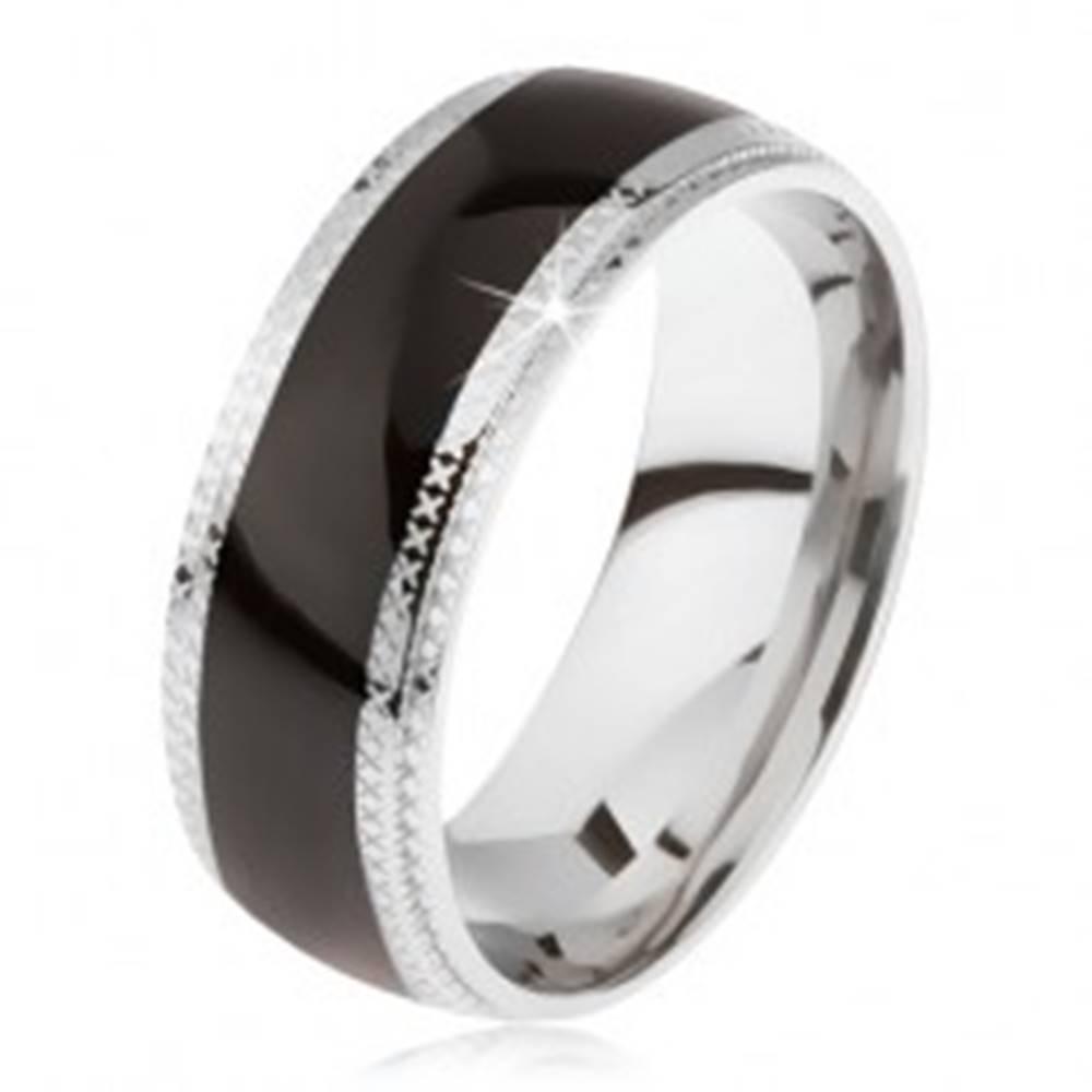 Šperky eshop Oceľový prsteň, lesklý čierny stredový pás, ryhované okraje - Veľkosť: 59 mm