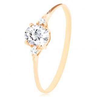 Ligotavý prsteň zo žltého 14K zlata - číry oválny zirkón, dva okrúhle zirkóniky - Veľkosť: 50 mm