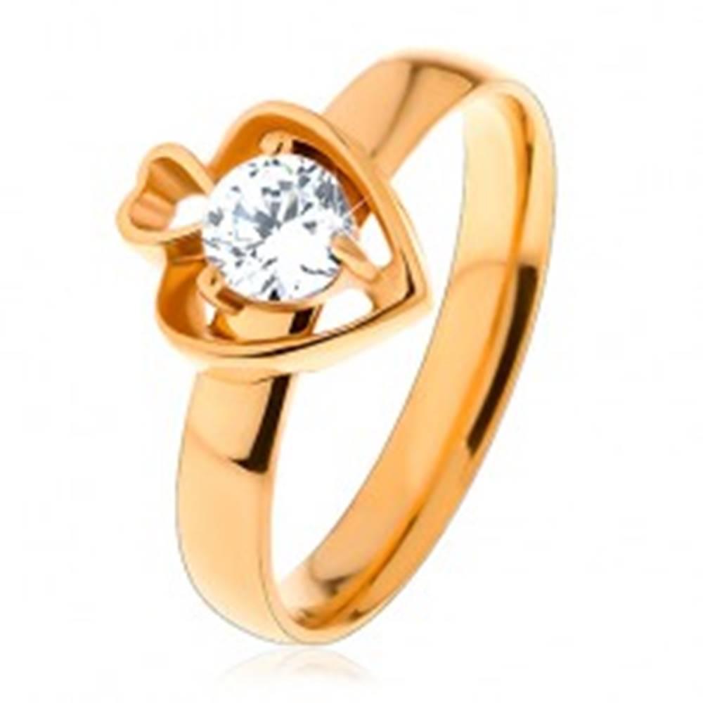 Šperky eshop Oceľový prsteň zlatej farby, dva obrysy sŕdc a okrúhly číry zirkón - Veľkosť: 49 mm