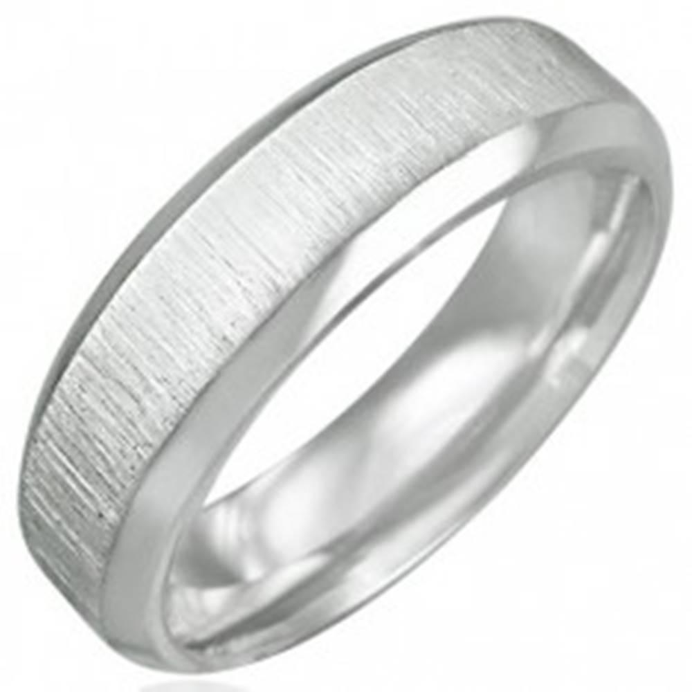 Šperky eshop Prsteň chirurgická oceľ - matný brúsený stred - Veľkosť: 54 mm