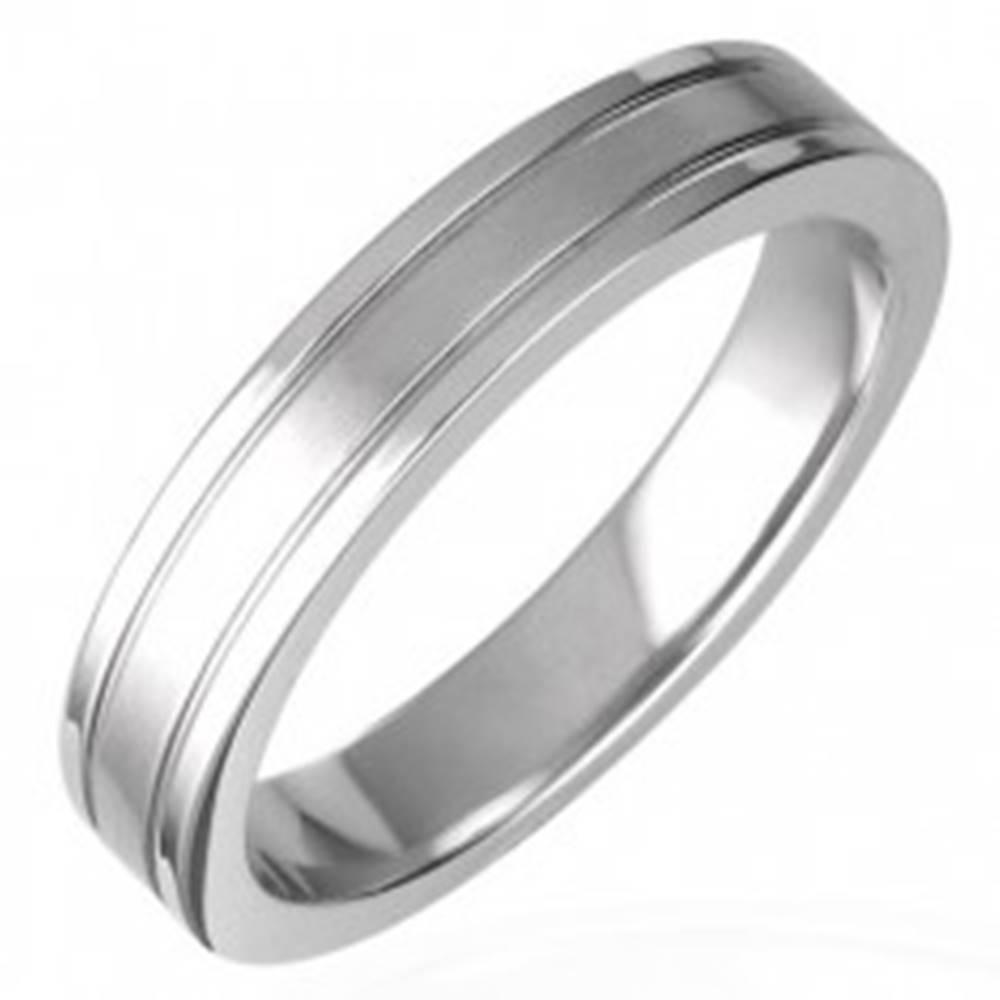 Šperky eshop Prsteň z chirurgickej ocele rozdelený drážkami - Veľkosť: 51 mm