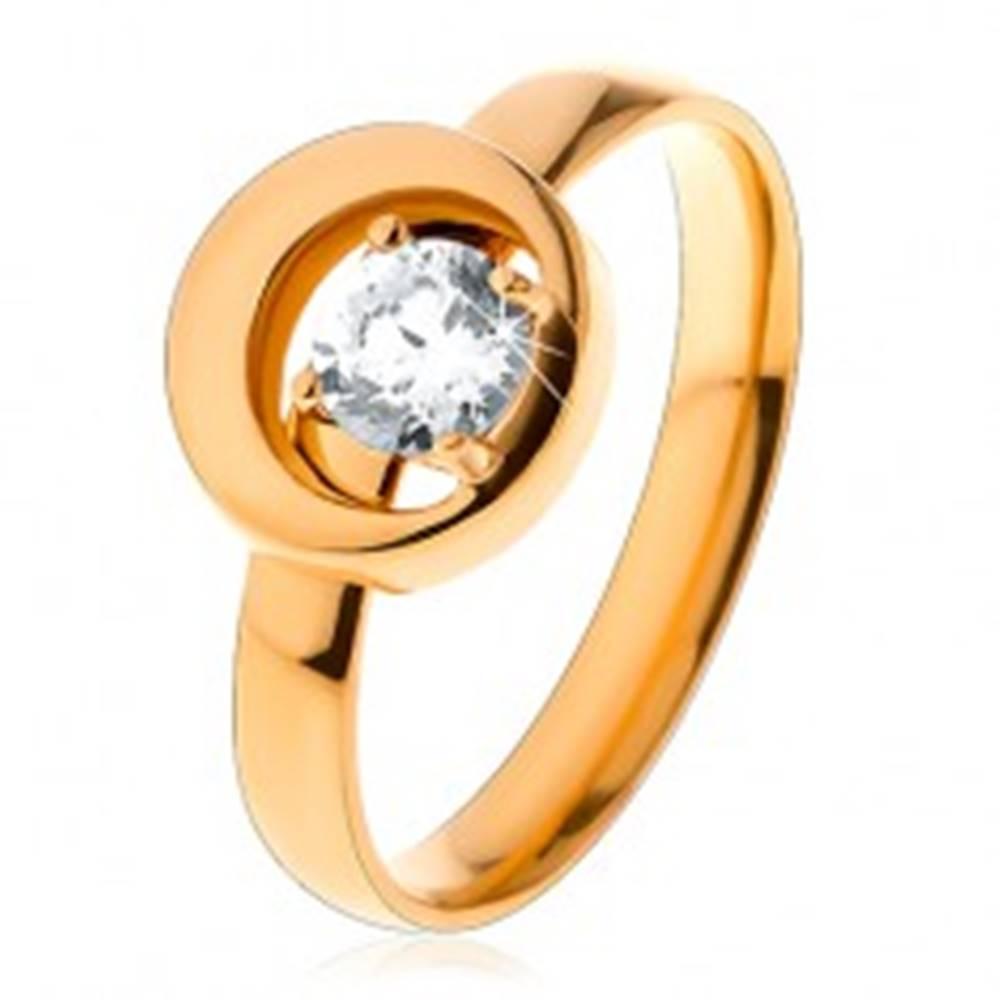Šperky eshop Prsteň z ocele 316L v zlatom odtieni, okrúhly číry zirkón v kruhu s výrezom - Veľkosť: 49 mm