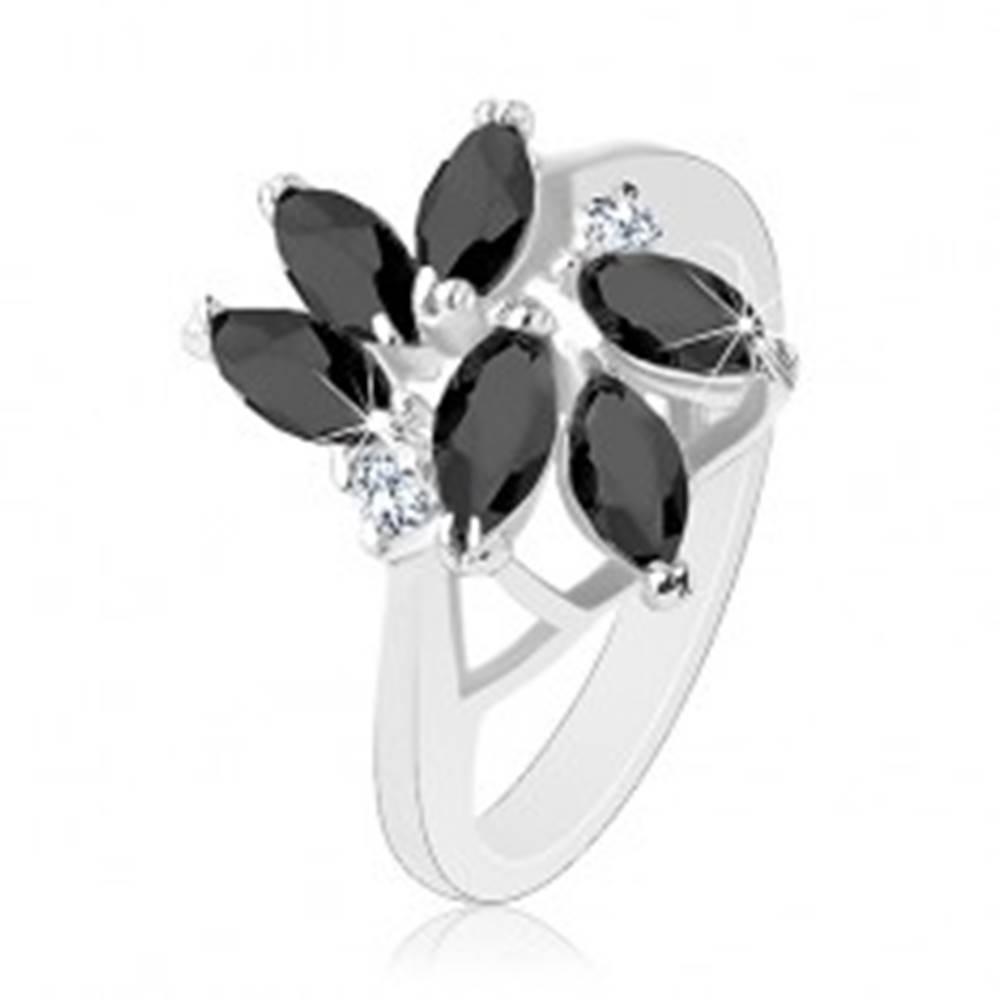 Šperky eshop Prsteň zdobený brúsenými zrnkami čiernej farby, dva okrúhle číre zirkóny - Veľkosť: 49 mm