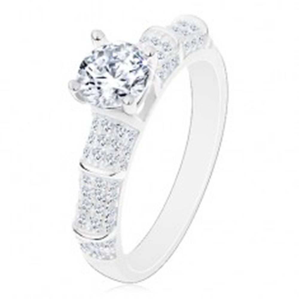 Šperky eshop Strieborný 925 prsteň, trblietavé ramená, vyvýšený okrúhly zirkón čírej farby - Veľkosť: 50 mm