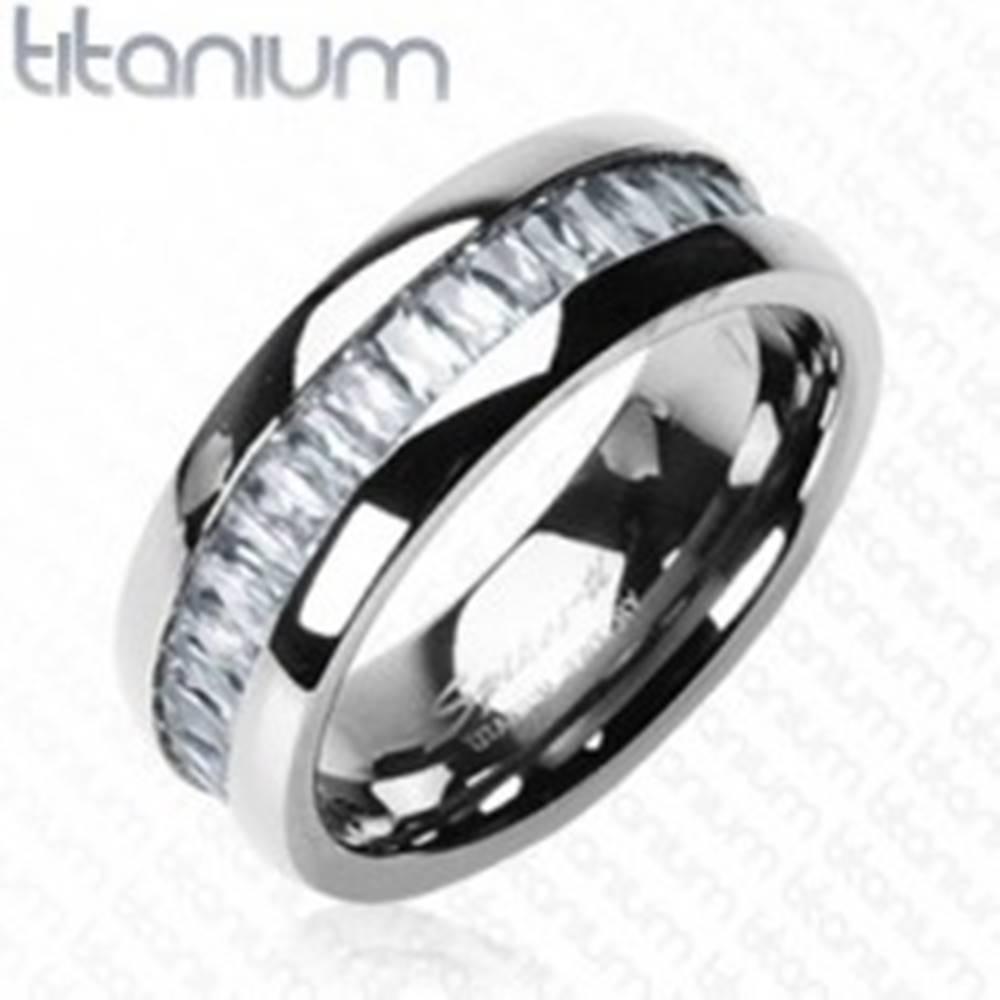 Šperky eshop Titánový prsteň so vsadenými, obdĺžnikovými zirkónmi - Veľkosť: 51 mm