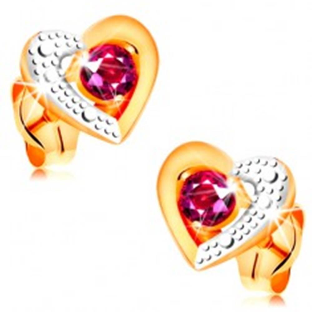 Šperky eshop Zlaté náušnice 585 - ružový rubín v dvojfarebnom obryse srdca, gravírovanie