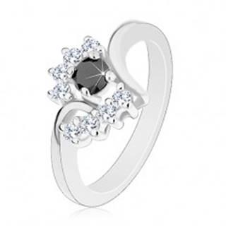 Prsteň s lesklými ramenami, strieborný odtieň, okrúhly čierny zirkón, číre oblúky - Veľkosť: 48 mm