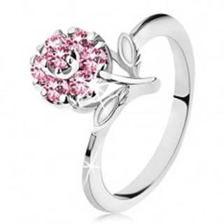 Prsteň s ligotavým zirkónovým kvietkom v ružovej farbe, úzke lesklé ramená - Veľkosť: 56 mm