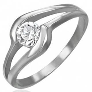 Zásnubný prsteň z ocele 316L - žiarivý číry zirkón v strede výrezu - Veľkosť: 49 mm