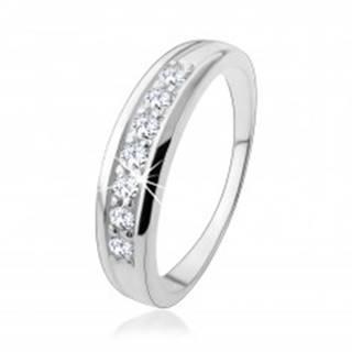 Zásnubný strieborný prsteň 925 s líniou zirkónov vsadenou v ramenách - Veľkosť: 50 mm