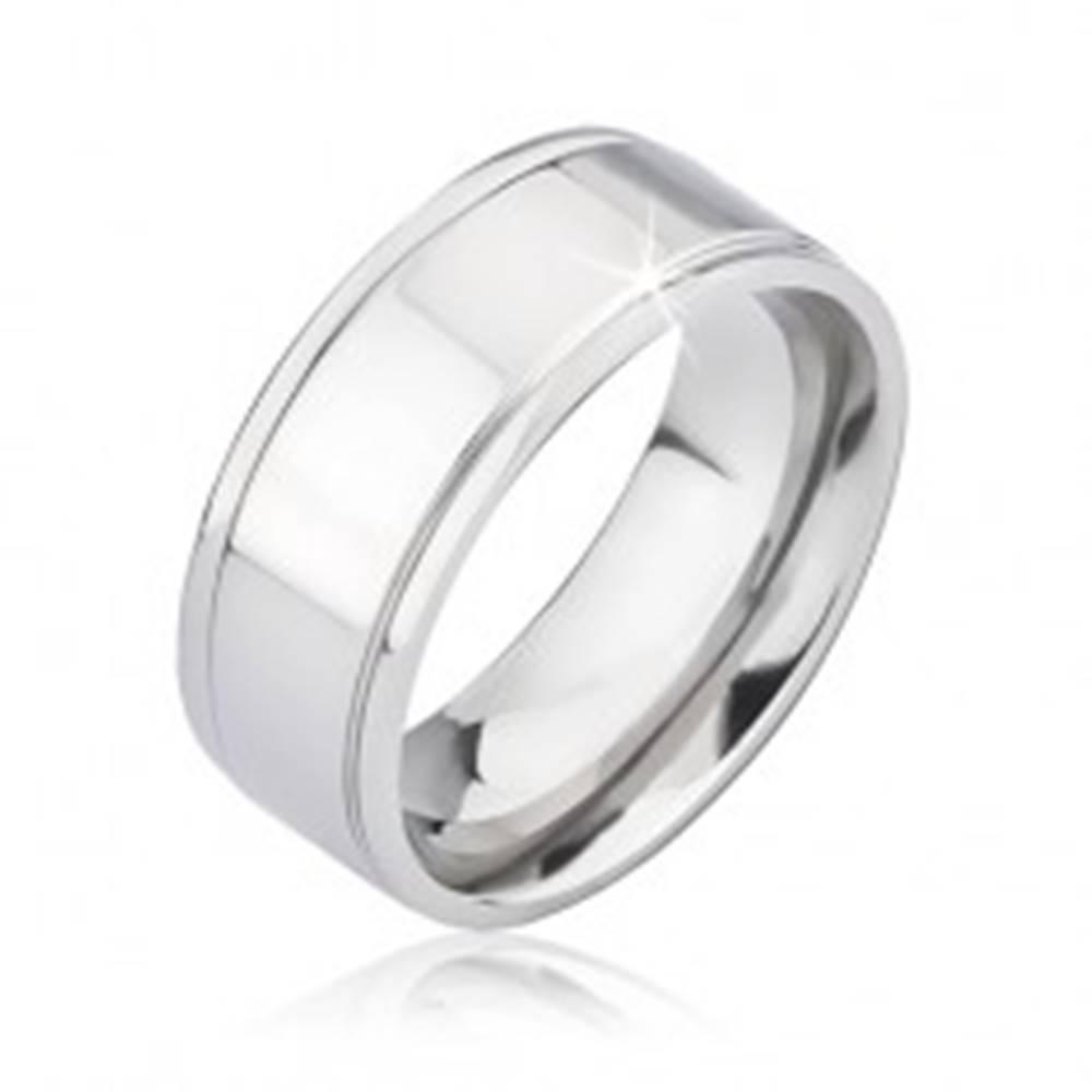Šperky eshop Lesklá obrúčka striebornej farby z titánu s dvoma ryhami - Veľkosť: 57 mm
