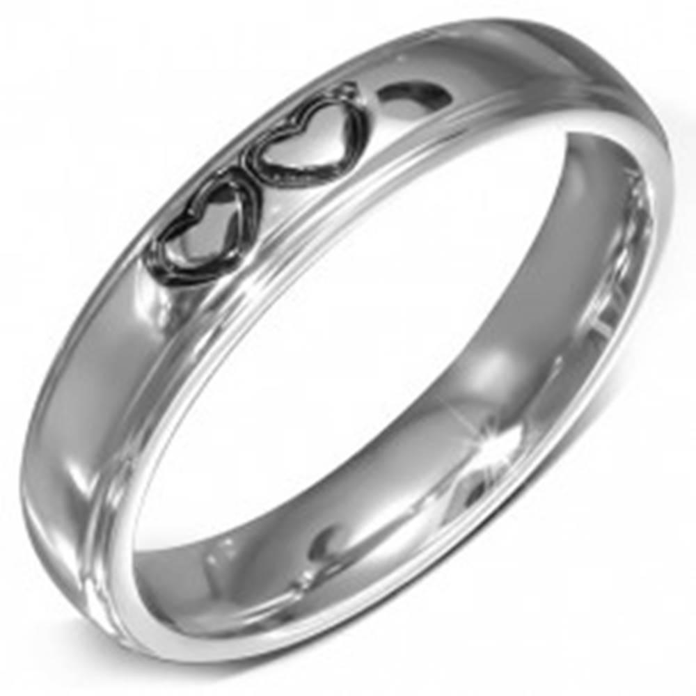 Šperky eshop Lesklý oceľový prsteň - hladká obrúčka s dvoma spojenými srdciami - Veľkosť: 49 mm