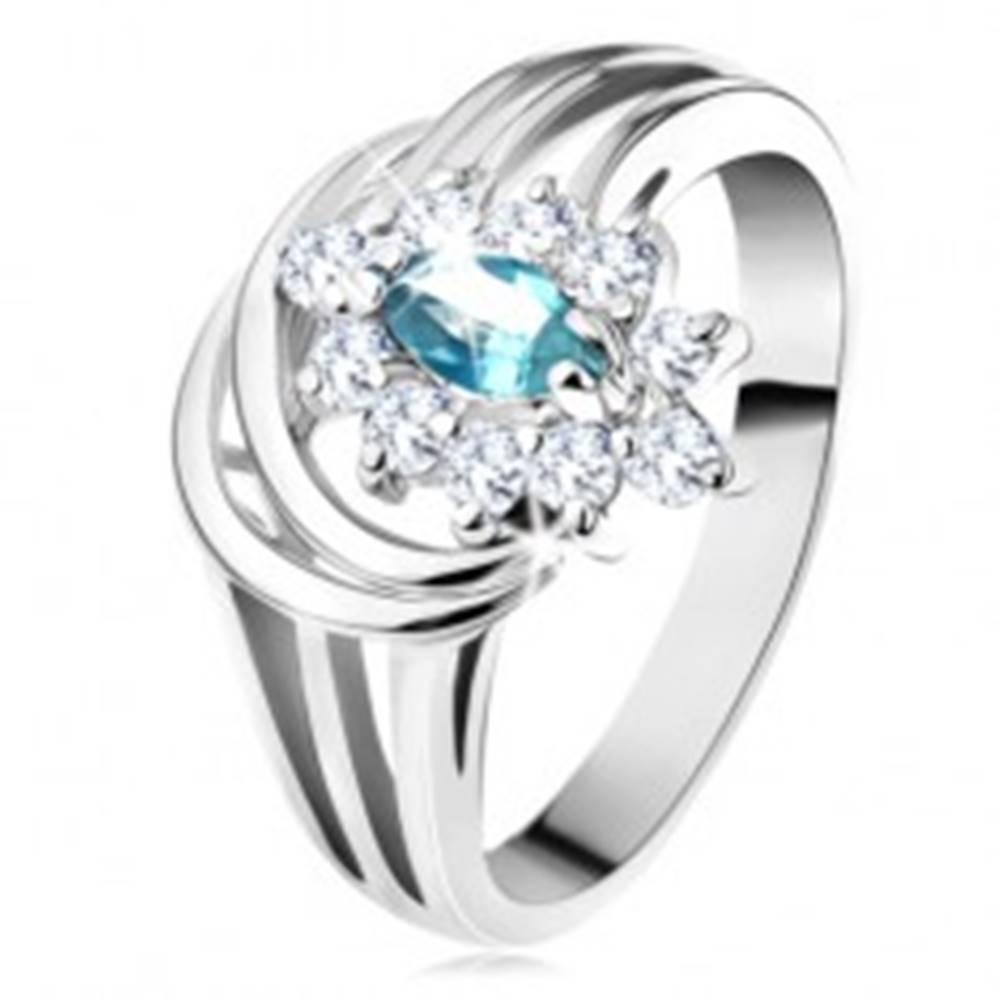 Šperky eshop Lesklý prsteň s rozvetvenými ramenami, svetlomodré zirkónové zrnko, oblúčiky - Veľkosť: 48 mm