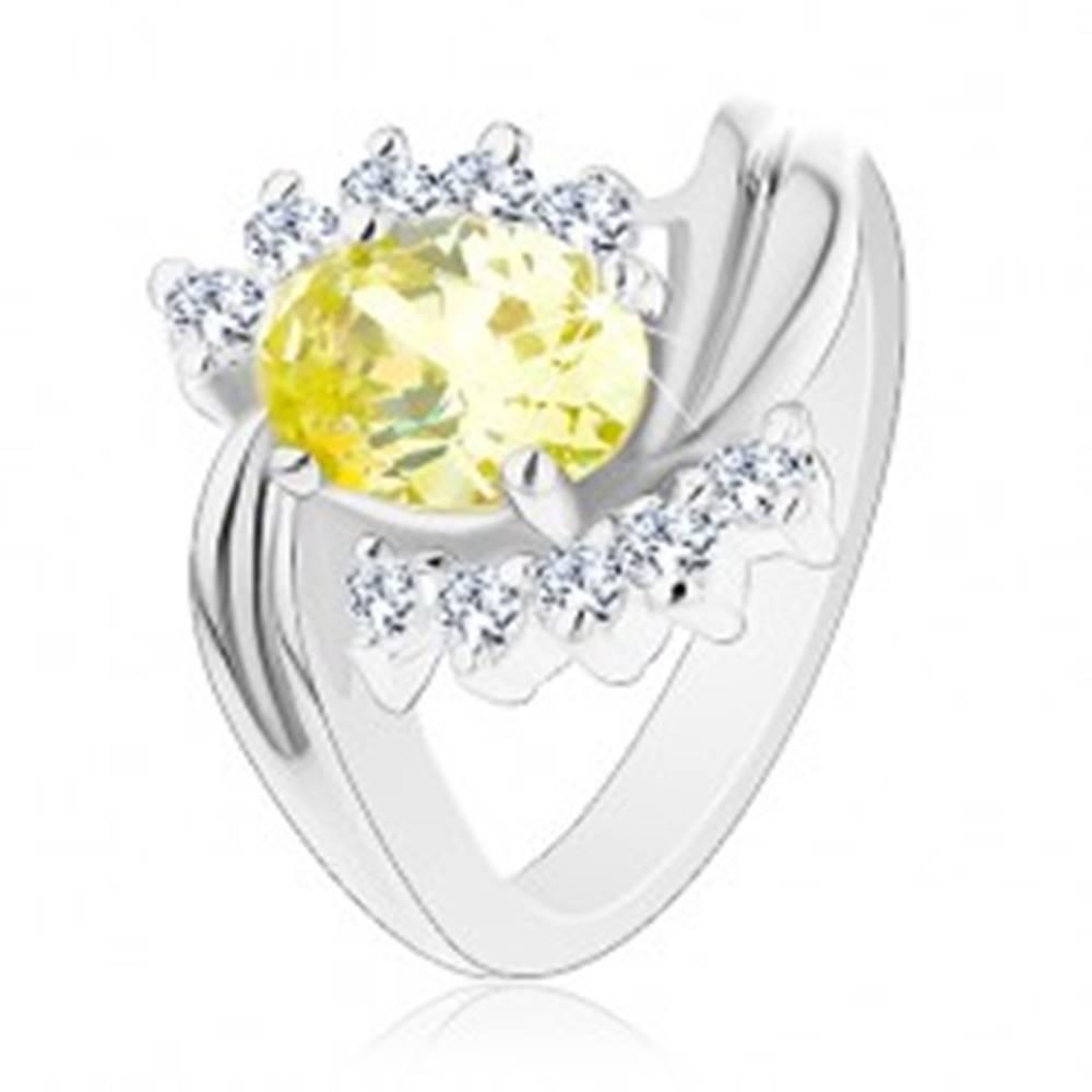 Šperky eshop Lesklý prsteň so zvlnenými líniami ramien, oválny žltý zirkón, číre zirkónové oblúčiky - Veľkosť: 49 mm