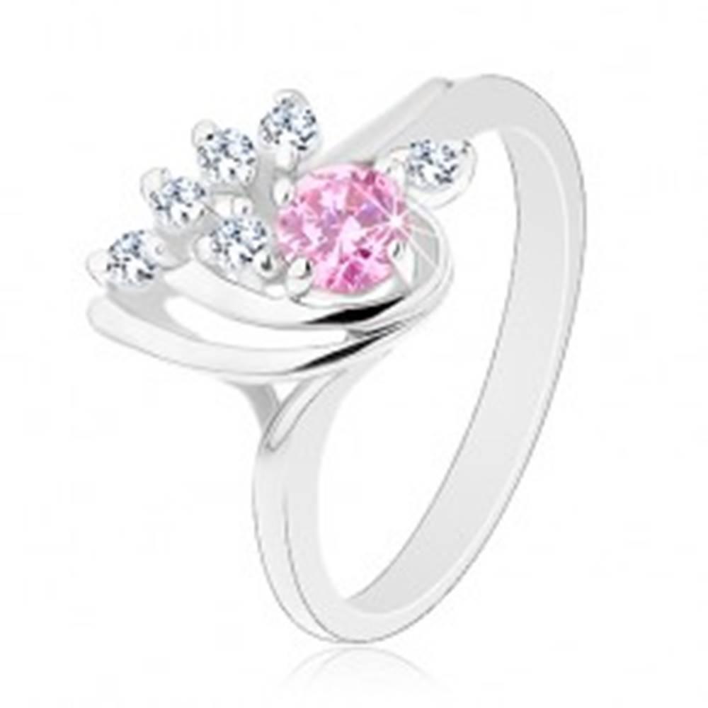 Šperky eshop Ligotavý prsteň, asymetrická kvapka zdobená zirkónmi čírej a ružovej farby - Veľkosť: 50 mm