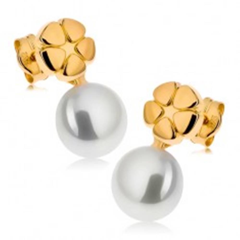 Šperky eshop Náušnice zo žltého 9K zlata, lesklý gravírovaný kvet, biela perla